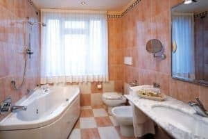 bagno camera 25 (media risoluzione)
